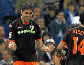 Zigic celebra un gol con el Valencia
