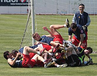 Los jugadores del Mallorca acabaron as� de sonrientes la campa�a 2009/10.