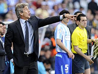 Pellegrini hace una indicaci�n en el �ltimo partido de Liga en M�laga