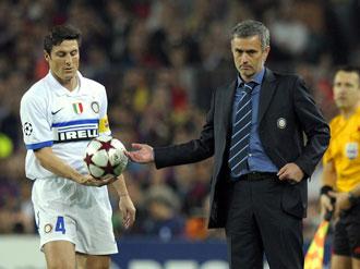 Zanetti y Mourinho en el Camp Nou