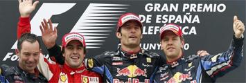 Alonso junto al equipo Red Bull