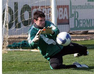 Ra�l Navas, en un entrenamiento con el C�rdoba