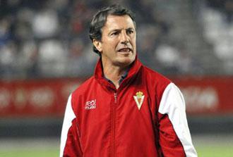 Jos� Gonz�lez antes de un partido del Murcia
