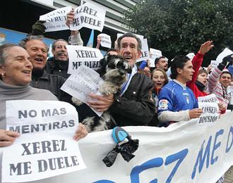 Una manifestaci�n de los aficionados del Xerez contra la directiva