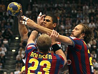 La defensa del Barcelona sobre Narcisse fue contundente