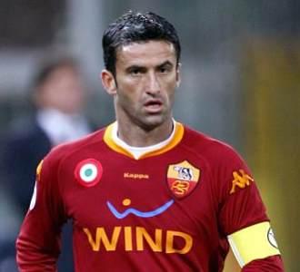 Christian Panucci, durante un partido con la Roma.