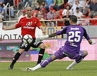 Borja Valero, en el momento que marca un gol esta temporada con el Mallorca