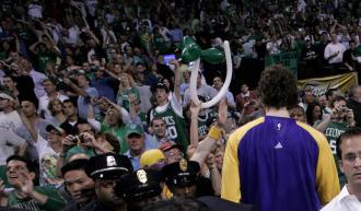 Pau Gasol, ante la afici�n de los Celtics