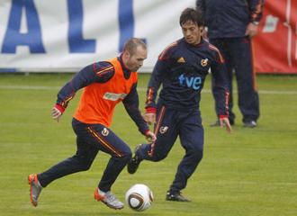 Iniesta y Silva, en los campos de entrenamiento de Schruns.