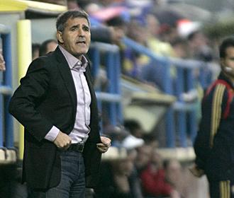 Paco Herrera, dirigiendo al filial del Villarreal durante el partido ante el Real Uni�n