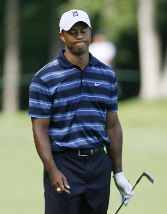 Tiger Woods, decepcionado con uno de sus golpes