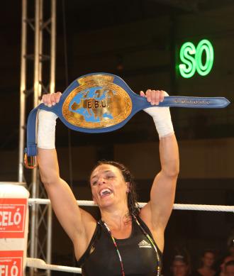 Soraya levanta el cintur�n de campeona de Europa