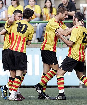 Los jugadores del Sant Andreu celebran el gol de la victoria