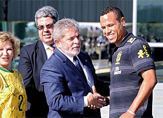 Lula habla con Luis Fabiano.