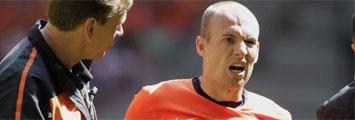 Robben, con gesto de dolor