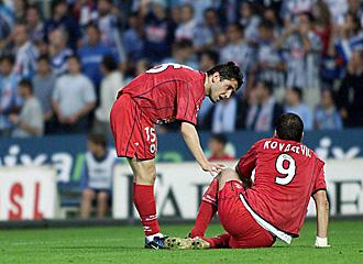 Nihat y Kovacevic se lamentan de una ocasi�n fallada en la visita de la Real a Bala�dos en la temporada 2002/03... en la que dejaron escapar el liderato y medio t�tulo liguero; ahora los donostiarras pueden desquitarse ante los vigueses y volver a Primera divisi�n ante el conjunto gallego