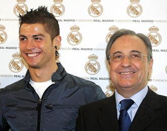 Cristiano Ronaldo y Florentino P�rez, durante un acto en el Bernab�u.