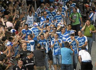 Los jugadores de la Ponferradina celebran el reciente ascenso a Segunda