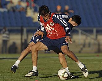 Barreto y Caniza, durante un entrenamiento de la selecci�n paraguaya.