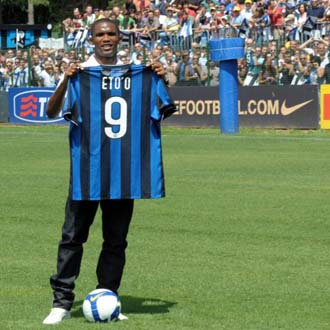 Eto'o en su presentaci�n como jugador del Inter
