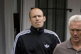 Robben saliendo de su visita al fisoterapeuta