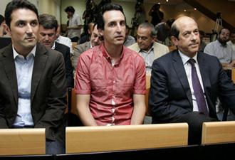 Braulio V�zquez, Unai Emeri y Manuel Llorente en primera fila, en la comparecencia de Javier G�mez.