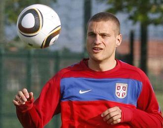 Nemanja Vidic, durante un entrenamiento con la selecci�n de Serbia.