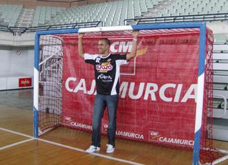 Rafa, sobre el parqu� del Palacio de los Deportes de Murcia