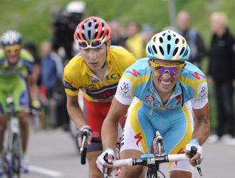 Contador, en plena subida al m�tico puerto de Alpe D'huez