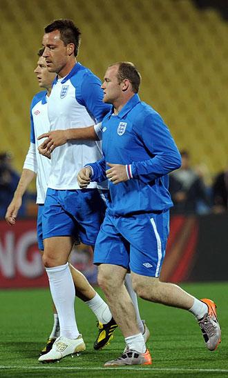 Terry y Rooney, durante un entrenamiento en el Royal Bafokeng Stadium