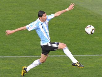 Di Mar�a en acci�n durante el partido Argentina-Nigeria