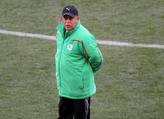 El t�cnico argelino no cree en las posibilidades de su equipo