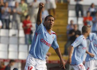 Saulo celebra un gol durante un encuentro de esta temporada