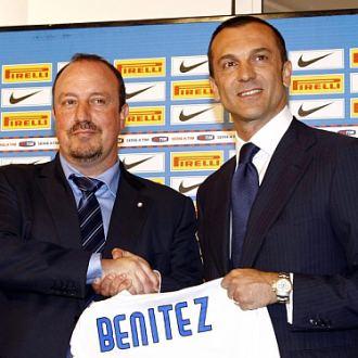 Marco Branca (dcha.), con Rafa Ben�tez, en la presentaci�n del t�cnico espa�ol.