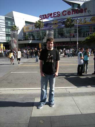 Ra�l L�pez en las inmediaciones del Staples Center