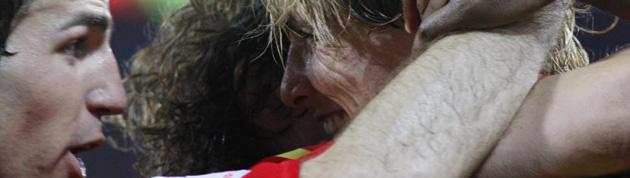 Cesc F�bregas y Fernando Torres celebrando un gol con Espa�a