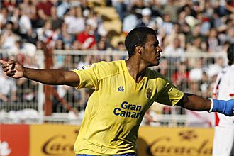 Rond�n celebra un gol con Las Palmas