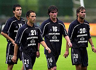 Aranburu, primero por la derecha, en la imagen del 2002 con Alberto Alejandro, Barkero y Joseba Llorente, segundo por la derecha, está encantando con el regreso de su ex compañero