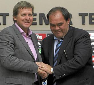 Schuster con el presidente del Besiktas en su presentaci�n