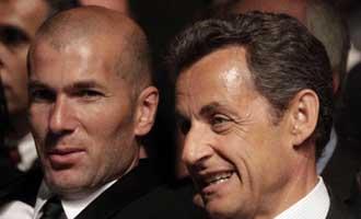 Sarkozy y Zidane en la presentaci�n de la candidatura francesa al Europeo de f�tbol