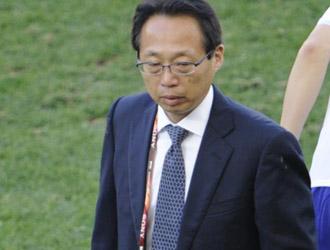 El t�cnico nipon Taheshi Okada en el partido ante Holanda