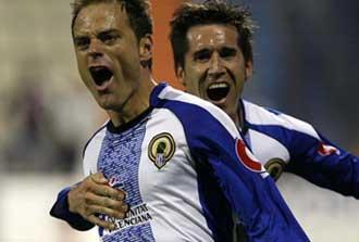 Farin�s y Sendoa celebran un gol