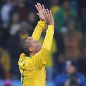 Luis Fabiano anot� dos goles y rompi� su sequ�a con la canarinha