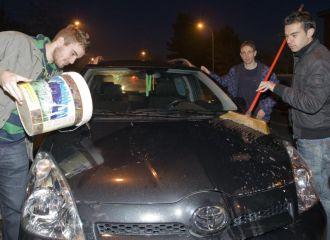 Jugadores del Parla reivindicaron su situaci�n hace meses limpiando coches