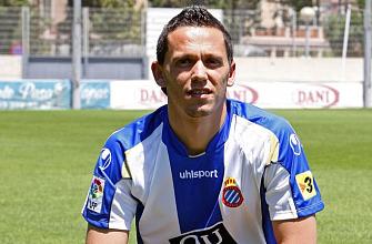 Gregory posa con la camiseta del Espanyol
