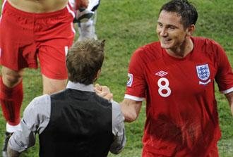 Lampard saluda a Beckam tras ganar a Eslovenia
