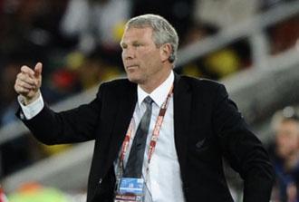 El entrenador de Nueva Zelanda, Ricky Herbert durante el partido contra Paraguay