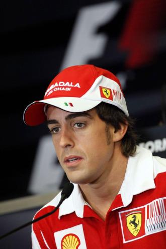 Fernando Alonso, en rueda de prensa en Valencia