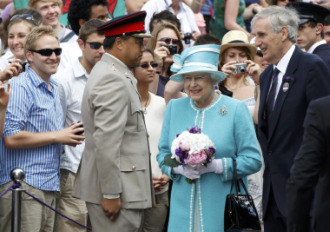 La Reina Isabel II a su llegada al All England.