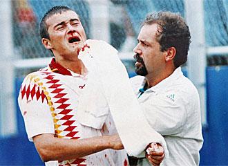 Luis Enrique tras llevarse el golpe de Tassotti.